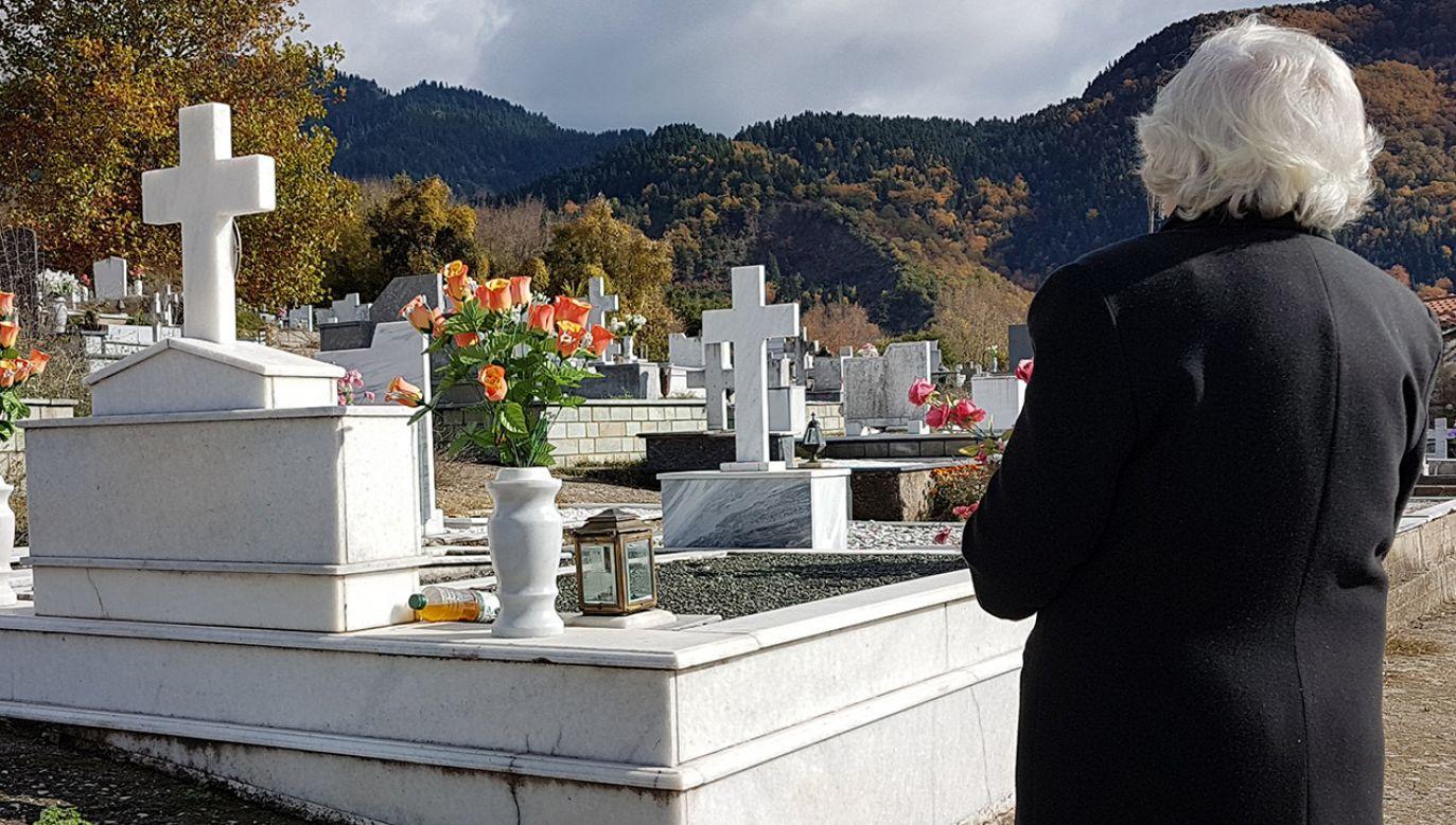 Reporterzy programu na tropie sprawy grobu rodzinnego (fot. Shutterstock/kostasgr)
