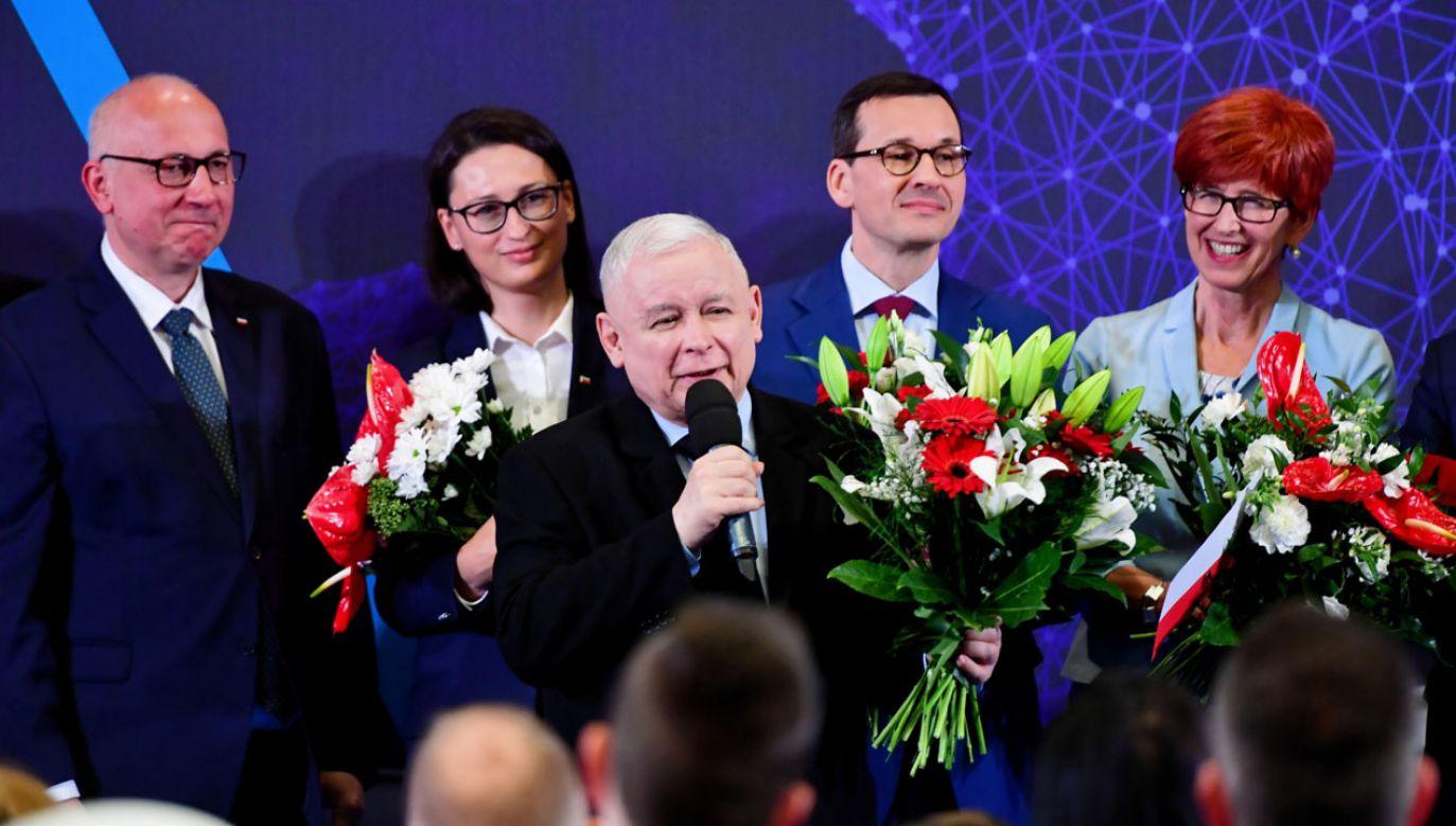 PiS mógłby liczyć na 23 mandaty (fot. PAP/Marcin Bielecki)