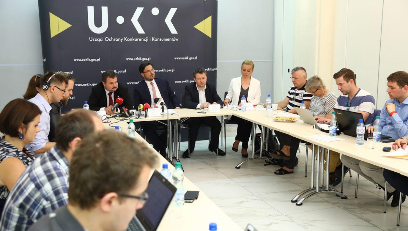 – Gazprom i pięć firm finansujących Nord Stream 2 mają 21 dni na złożenie wyjaśnienia – powiedział prezes UOKiK (fot.  PAP/Rafał Guz)