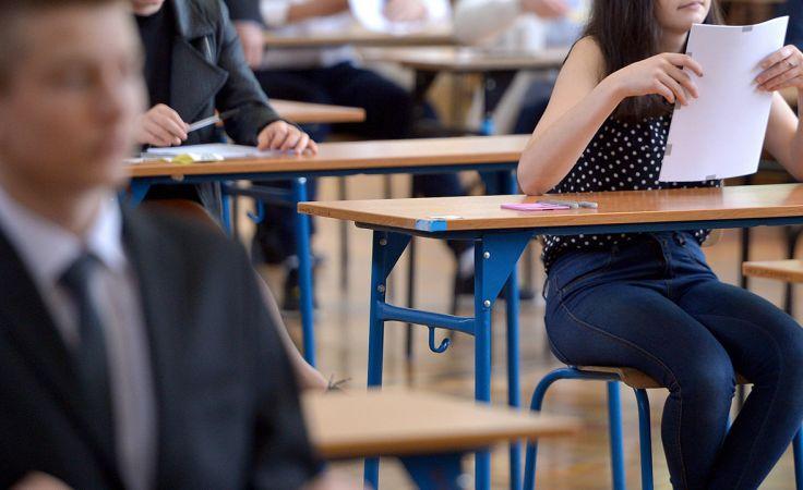 Szczegółowe wyniki egzaminu gimnazjalnego znajdą się także na szkolnych świadectwach (fot. arch.PAP/Darek Delmanowicz)