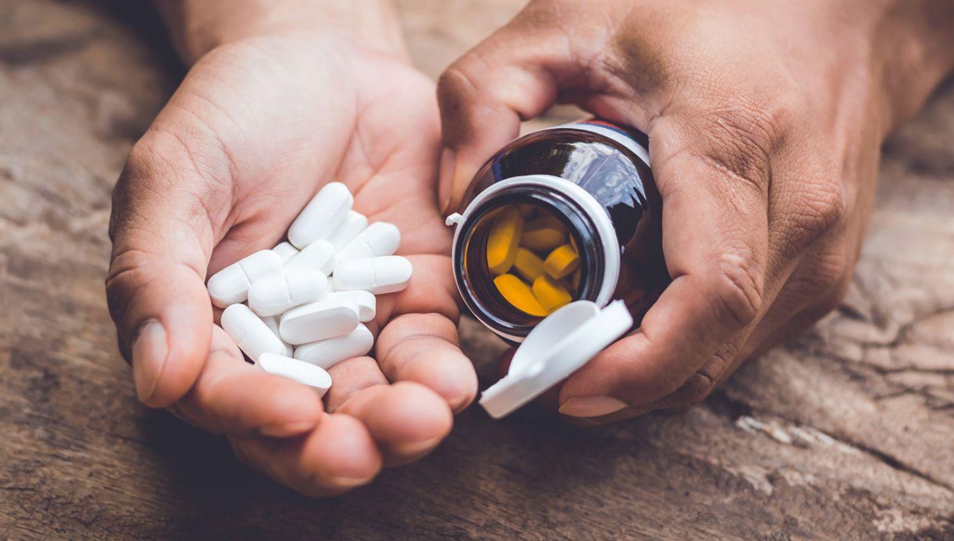 Cztery serie popularnego leku zostały wycofane z rynku (fot. Shutterstock/ Sayan Puangkham)