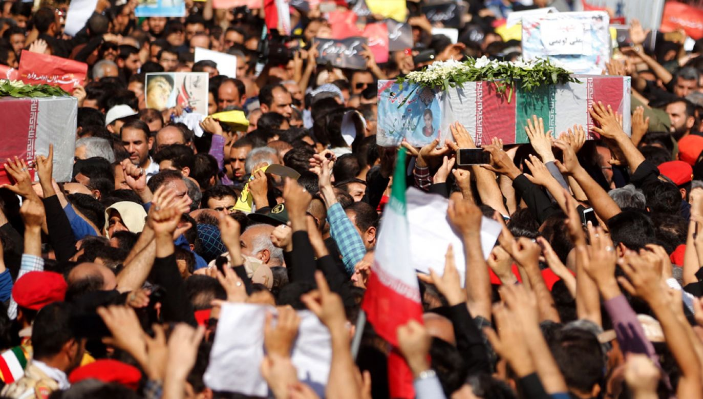 W zamachu w mieście Ahwaz zginęło 25 osób (fot. PAP/EPA/STR)