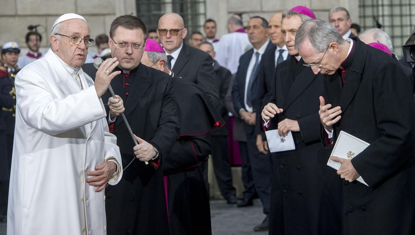 Od pierwszej niedzieli Adwentu nowe tłumaczenie tego wezwania wprowadzono natomiast w Kościele francuskim (fot. PAP/EPA/CLAUDIO PERI)