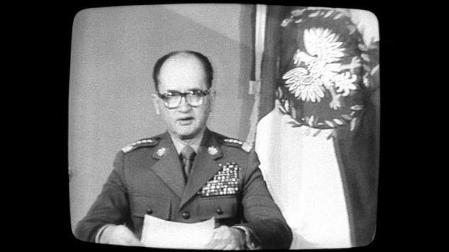 Gen. Jaruzelski otrzymał od towarzyszy partyjnych swobodę co do wyboru konkretnej daty rozpoczęcia operacji (fot. arch. PAP/Leszek Jerzy Pękalski )