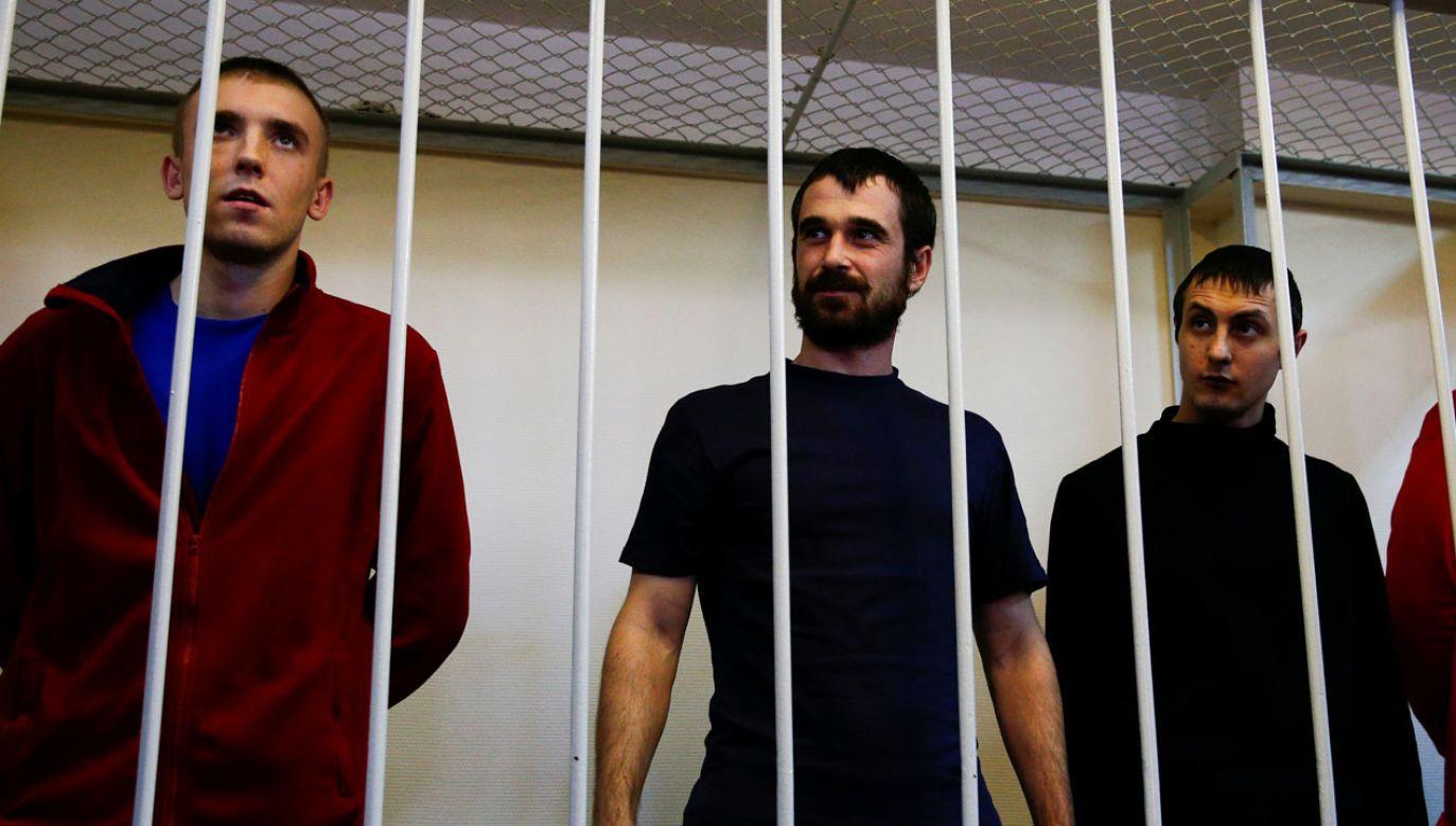 Ukraińscy marynarze na przesłuchaniu w sądzie (fot. Sefa Karacan/Anadolu Agency/Getty Images)