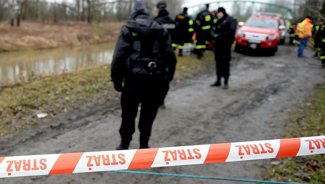Policja od wczoraj wykonuje oględziny miejsca znalezienia dziecka (fot. arch.PAP/Darek Delmanowicz, zdjęcie ilustracyjne)