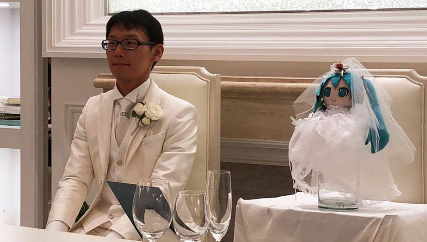 Na uroczystości zaślubin jako Hatsune Miku wystąpiła szmaciana lalka (fot. TT/AfricaTembelea)