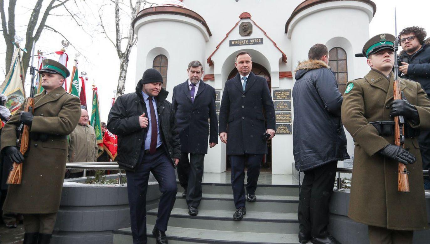 Prezydent złożył wieniec na grobie Wincentego w towarzystwie jego prawnuka, Marka Steindela (fot. Krzysztof Sitkowski/KPRP/tt//prezydentpl)