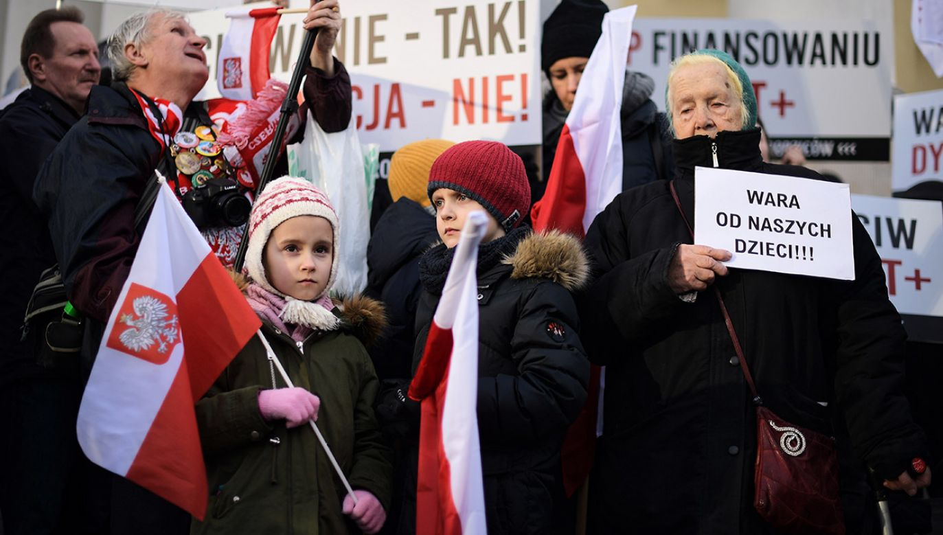 Protest przeciwko karcie LGBT+ w Warszawie (fot. arch.PAP/Marcin Obara)