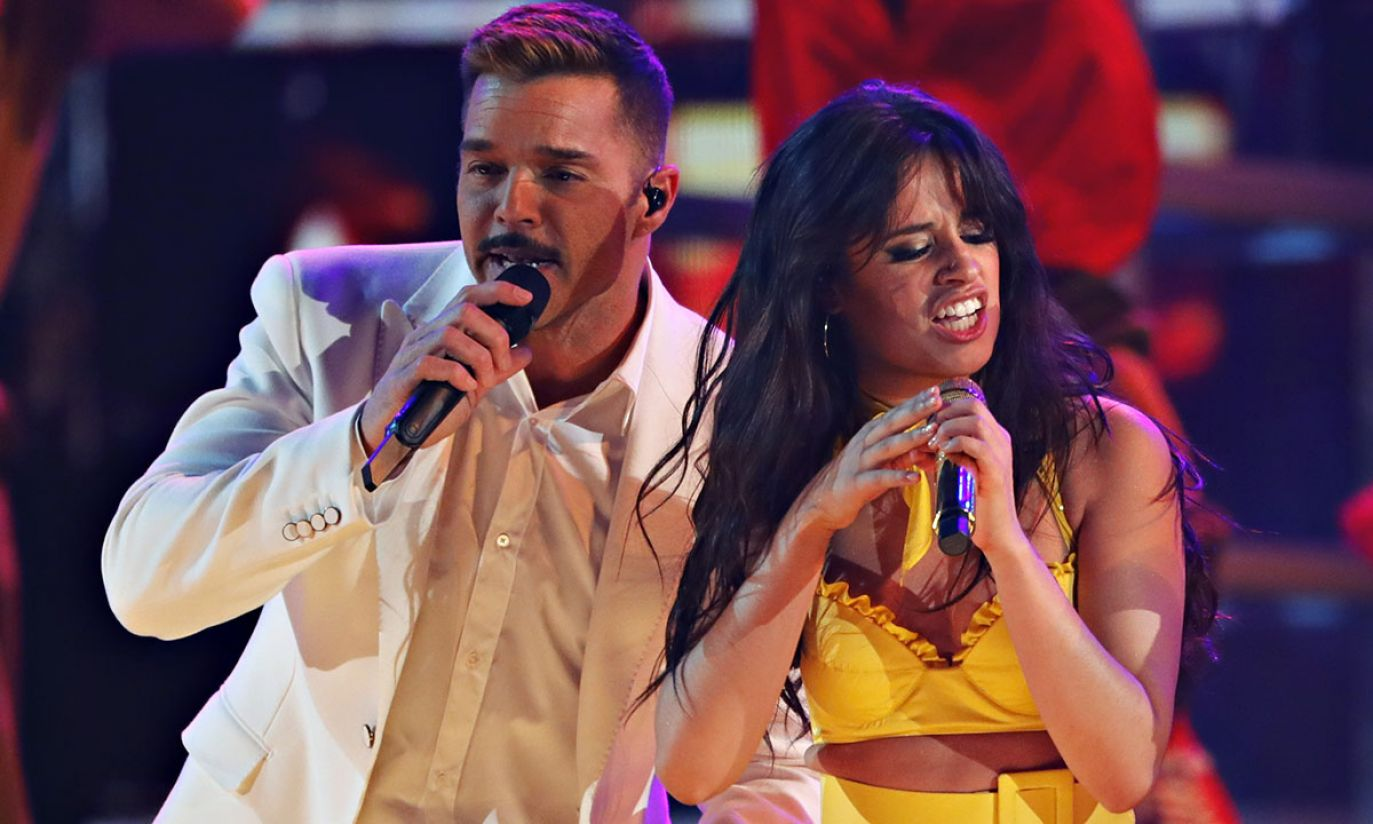 Ricky Martin i Camila Cabello (fot. REUTERS/Mike Blake)