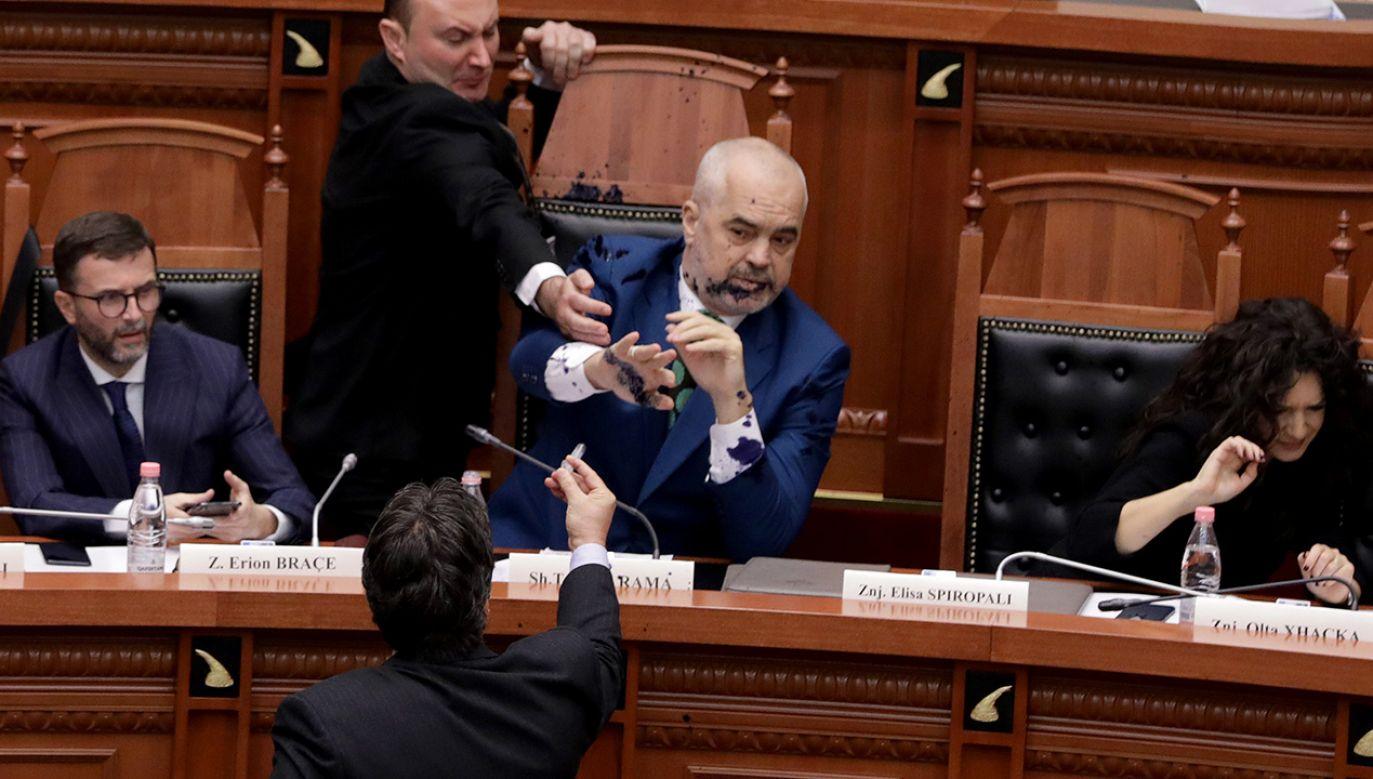 Premier Edi Rama nie zdołał się obronić (fot. PAP/EPA)
