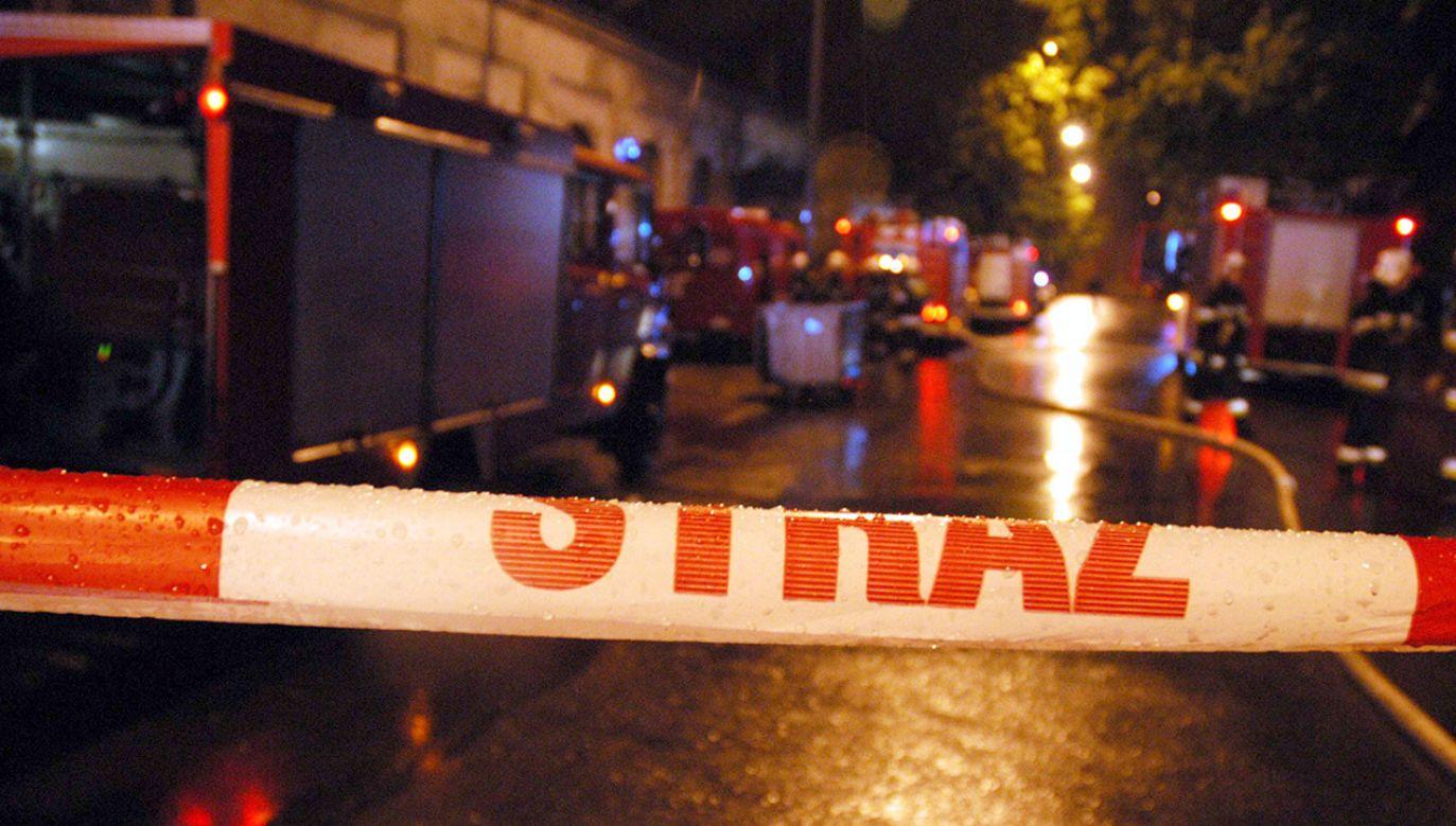 Służby ustalają przyczynę pożaru (fot. arch.PAP/Grzegorz Michałowski, zdjęcie ilustracyjne)