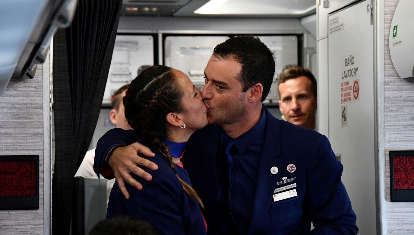 Carlos Ciuffardi Elorriga i Paula Podest Ruiz są pierwsza parą, której papież udzielił ślubu na pokładzie samolotu  (fot. REUTERS/Vincenzo Pinto/Pool TPX IMAGES OF THE DAY)