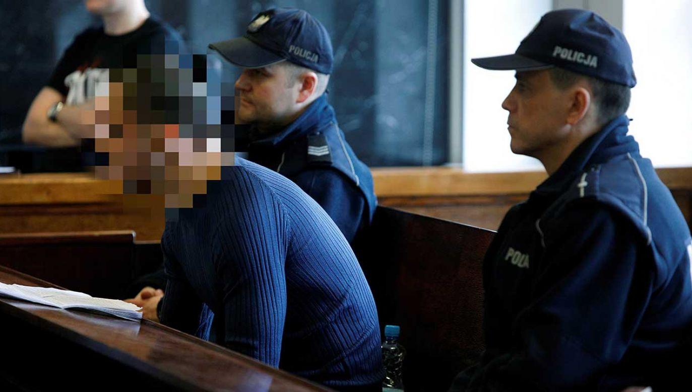 Oskarżony podczas procesu tłumaczył się, że nie pamięta, by uderzał 21-latka nożem, działał w stresie i bronił się przed napastnikiem (fot. arch. PAP/Artur Reszko)