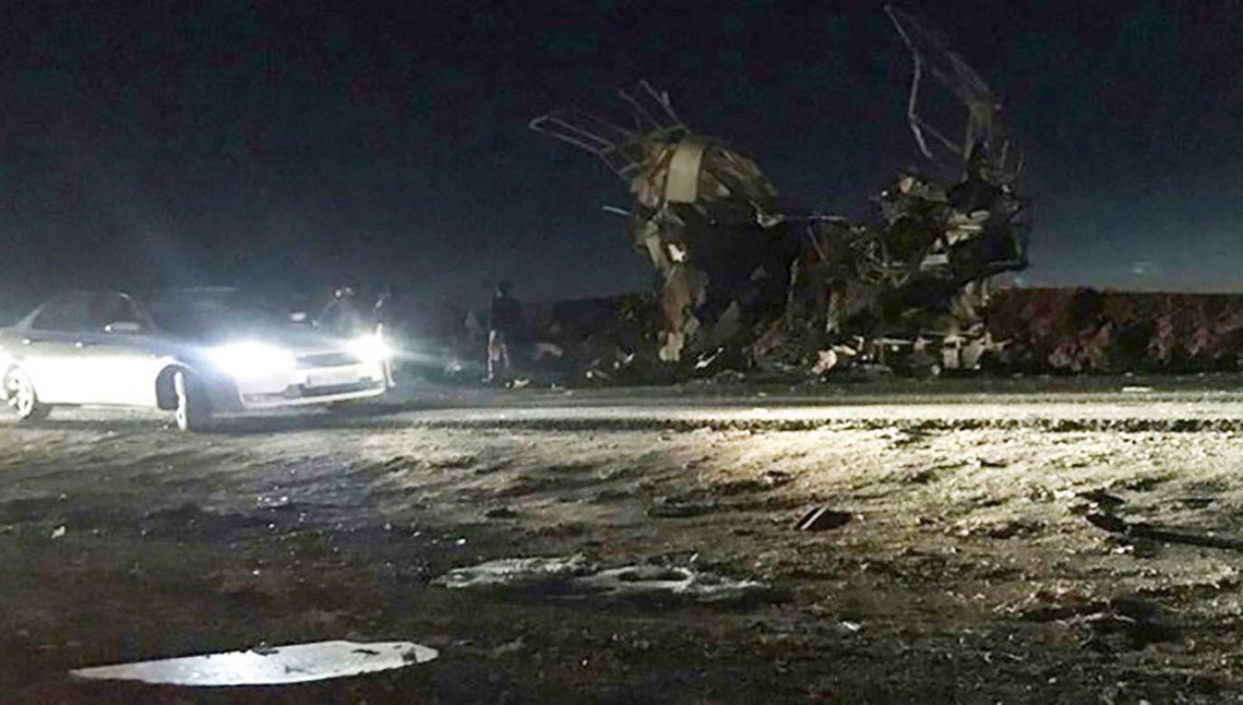 Zamachowiec samobójca wykorzystał samochód-pułapkę (fot. PAP/EPA/FARS NEWS AGENCY)