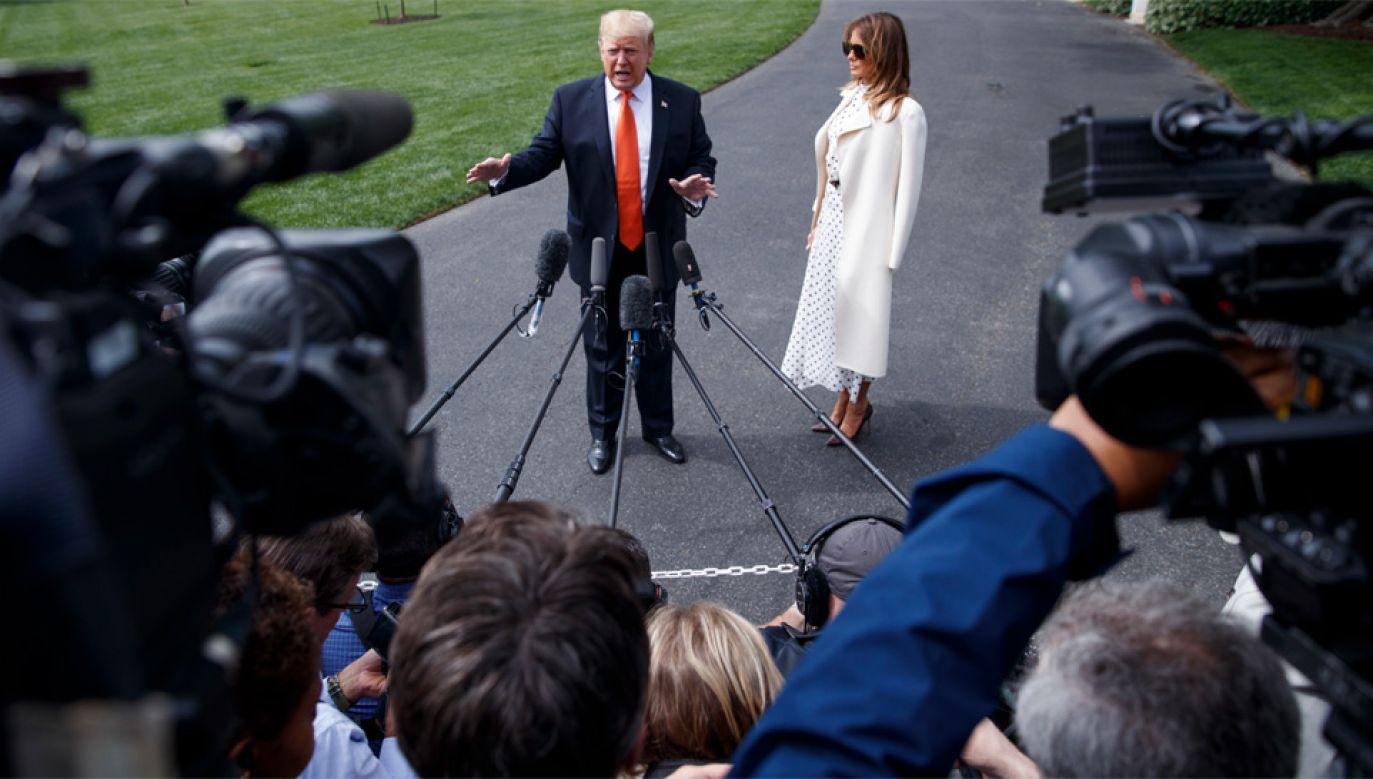 Donaldowi Trumpowi nie jest po drodze z mediami (fot. PAP/EPA/SHAWN THEW)