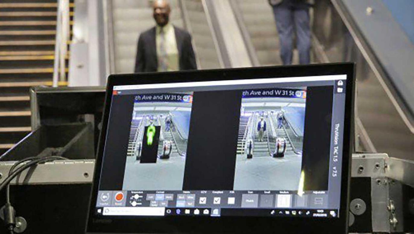 Gdy któryś z pasażerów ma ze sobą podejrzany przedmiot, jest on wyświetlany w kolorze czarnym (fot. tt/CircaKonto)