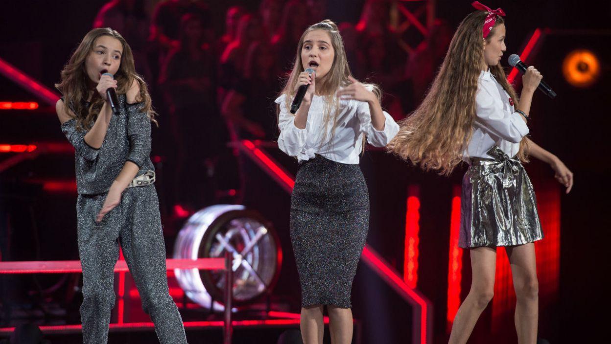 """""""I Wanna Dance With Somebody"""" i trzy diwy na scenie. To musiał być hit! Niestety, do kolejnego etapu mogła przejść tylko jedna wokalistka (fot. J. Bogacz/TVP)"""