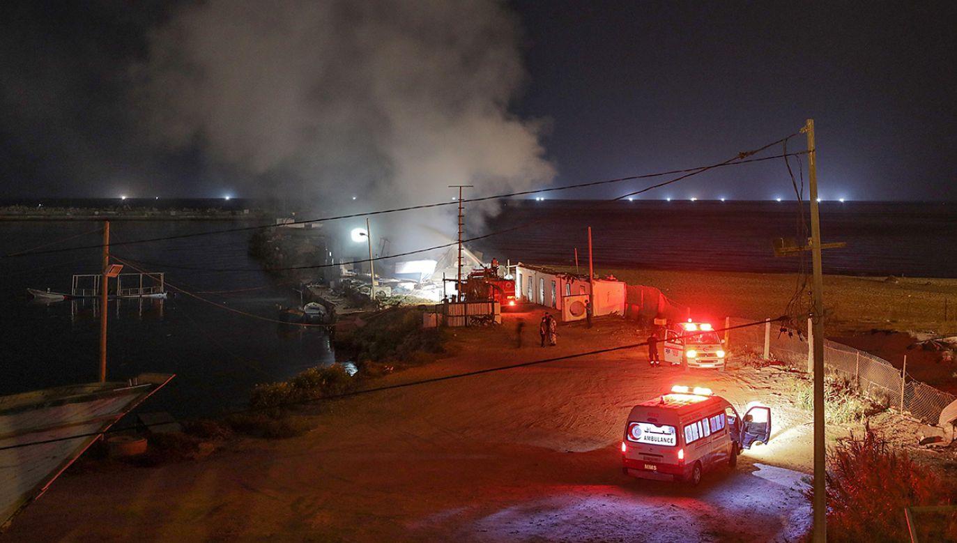 Izrael odpowiedział na wtorkowe podpalenie posterunku wojskowego  (fot. PAP/ EPA/MOHAMMED SABER)