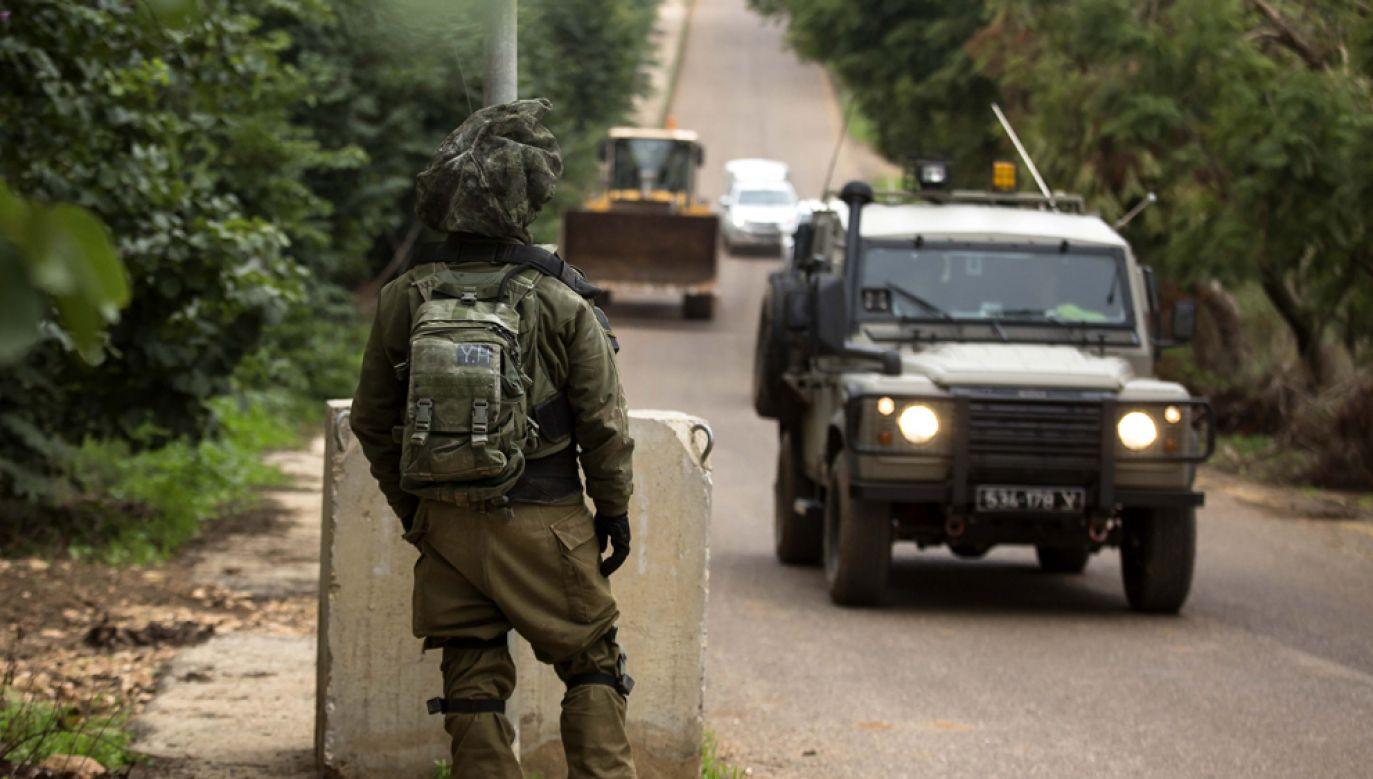 Izraelscy żołnierze wraz z siłami bezpieczeństwa rozpoczęły pościg za napastnikami (fot. Amir Levy/Getty Images)