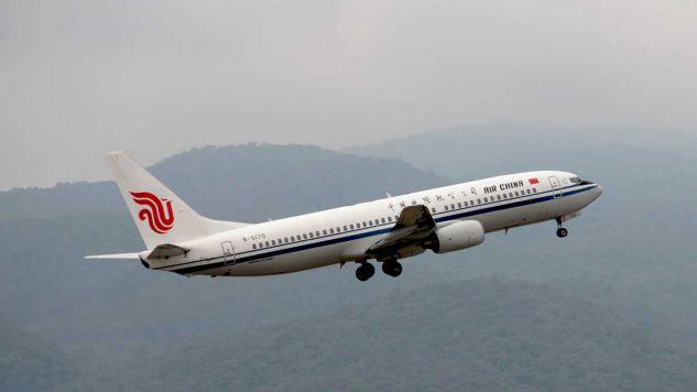 Boeing 737-800  linii Air China (fot. Shutterstock/Saichon Thuenwat)