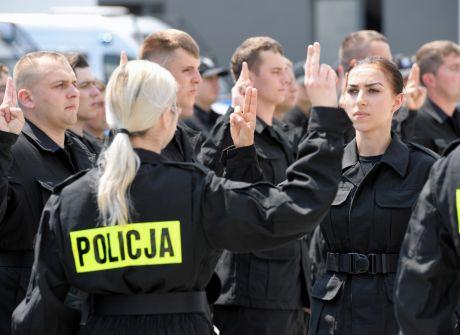 Ślubowanie nowych funkcjonariuszy policji