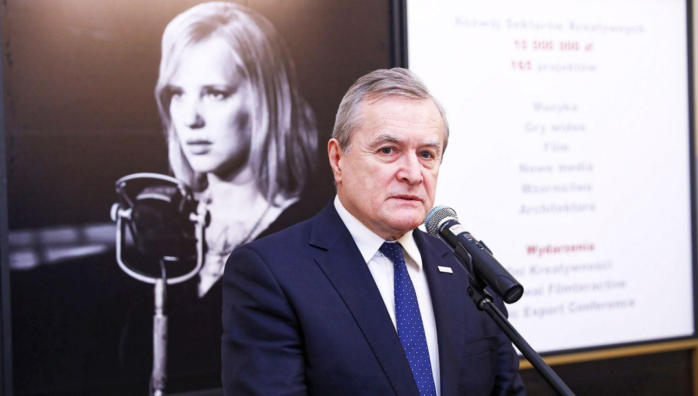 Obecnie nasze rozdrobnione studia filmowe nie mogą skutecznie konkurować z zagranicznymi producentami – uważa wicepremier Gliński (fot. arch.PAP/Rafał Guz)