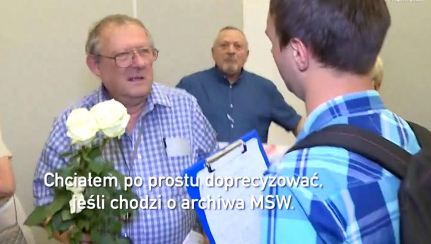 Do ataku doszło w trakcie spotkania z Adamem Michnikiem (fot. TVP)