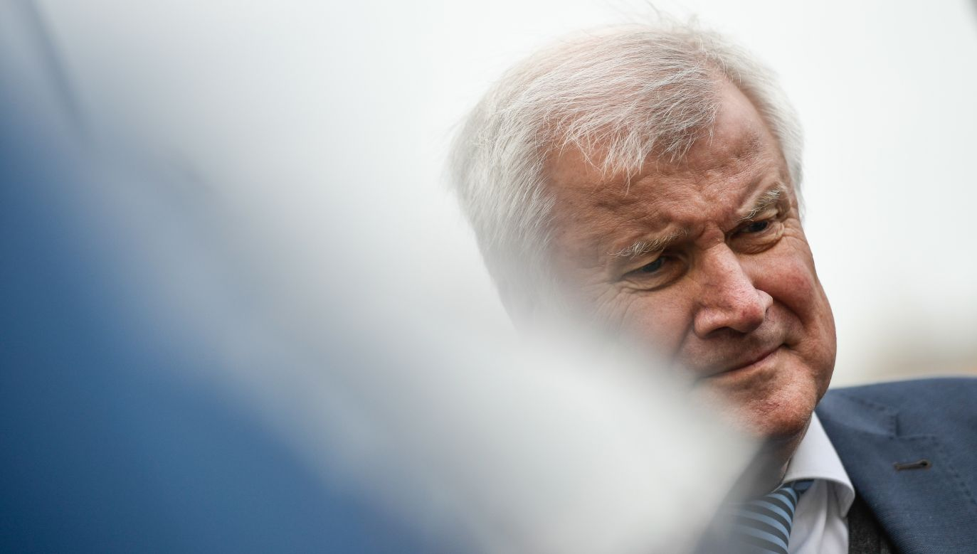 Horst Seehofer odchodzi, by umożliwić bawarskim chadekom odnowę partii, ale stanowisko ministerialne chce zachować (fot. PAP/EPA/Filip Singer)