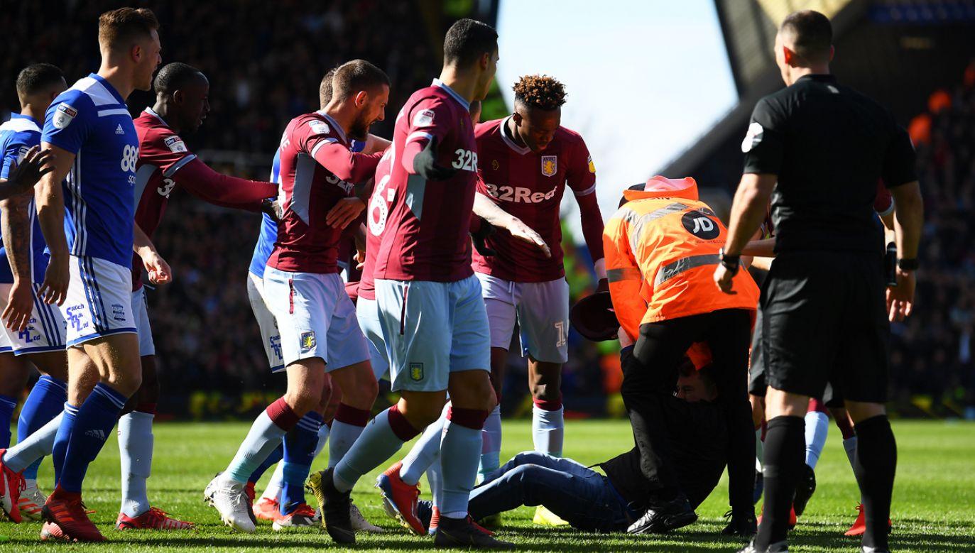Napastnik ze stadionu trafił prosto do aresztu (fot. Alex Davidson/Getty Images)