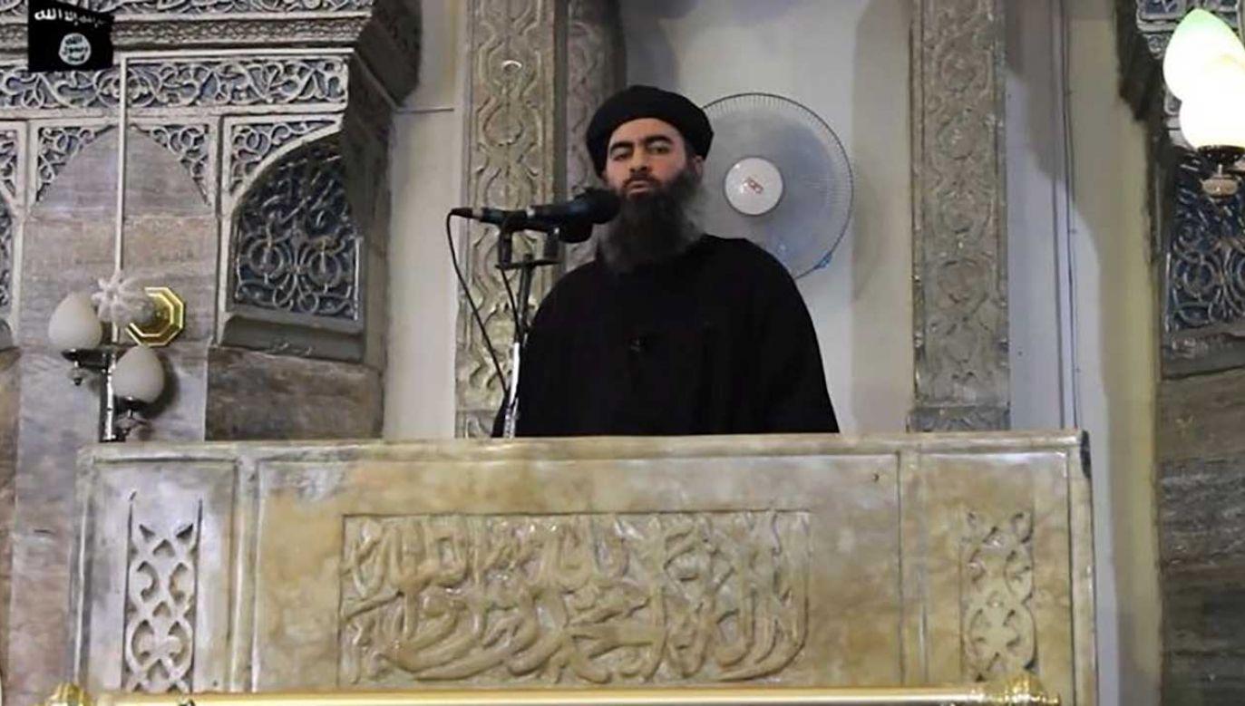 Według irackiej telewizji lider Państwa Islamskiego Abu Bakr al-Bagdadi został ciężko ranny w nalocie irackim we wschodniej Syrii (fot. twitter)