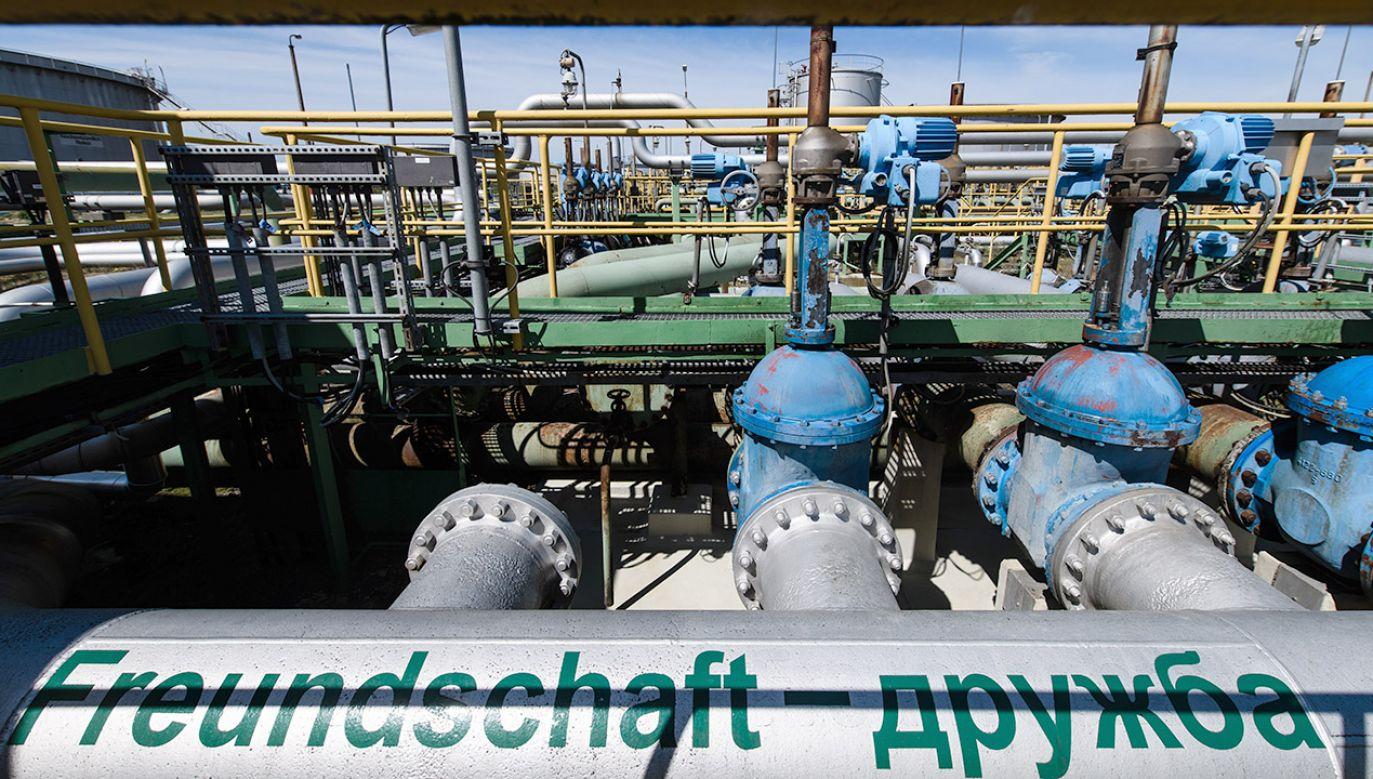 19 kwietnia poinformowano, że rurociągiem Przyjaźń płynie przez Białoruś w kierunku zachodnim zanieczyszczona ropa (fot. PAP/EPA/CLEMENS BILAN)