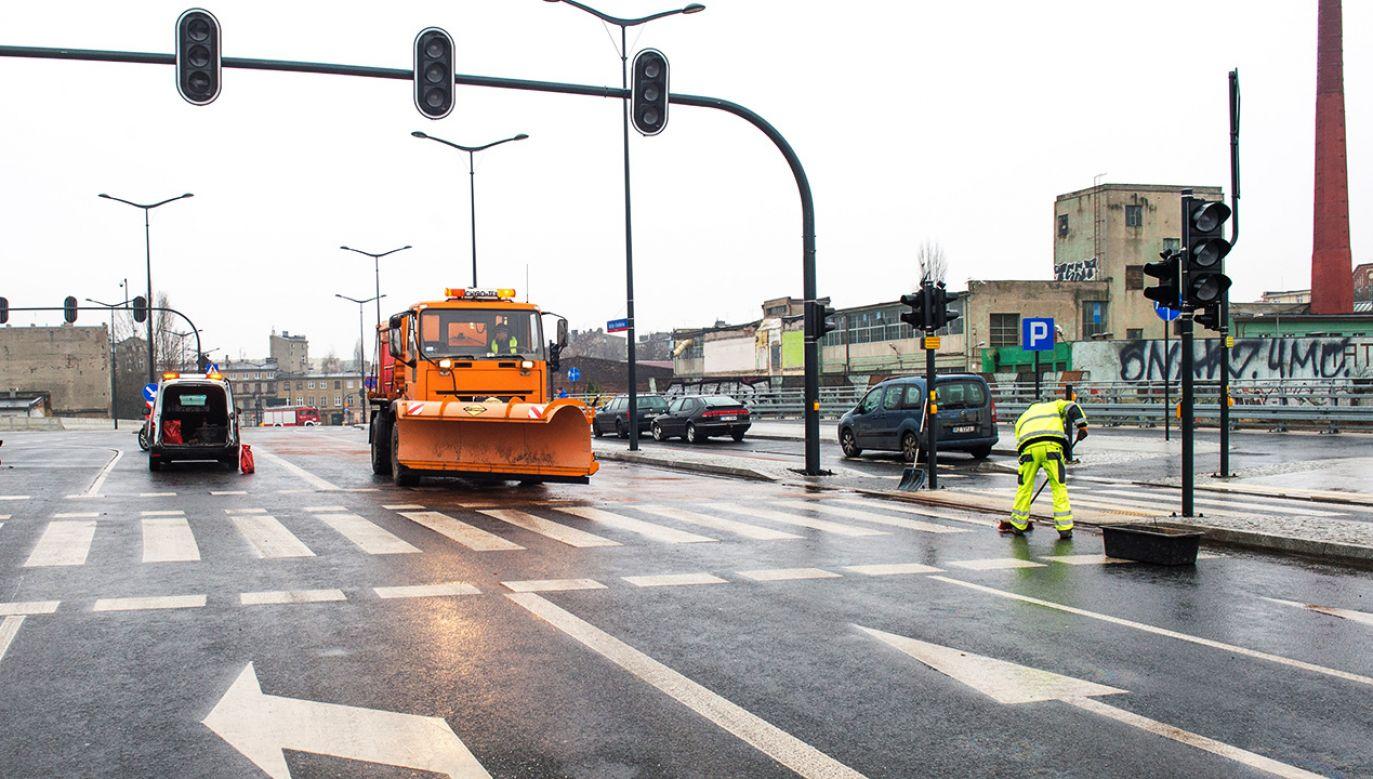 W Łodzi doszło do karambolu ponad 20 samochodów (fot. PAP/Grzegorz Michałowski)