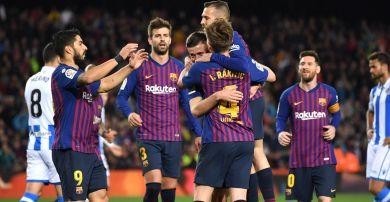 a44ab37de Zespół Barcelony po strzeleniu gola w meczu z Realem Sociedad (fot. Getty  Images)