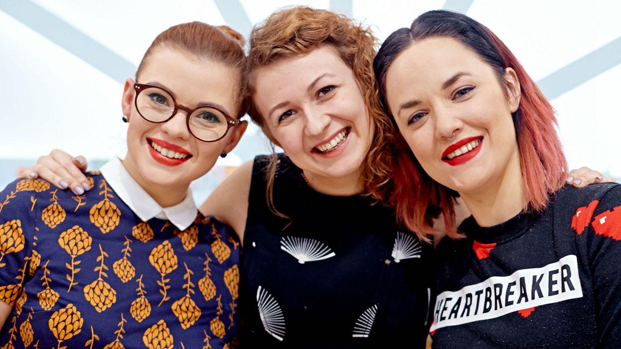 """Agata, Justyna i Gosia – czyli finalistki """"Bake Off – ale ciacho"""" na wspólnej fotografii (fot. TVP)"""