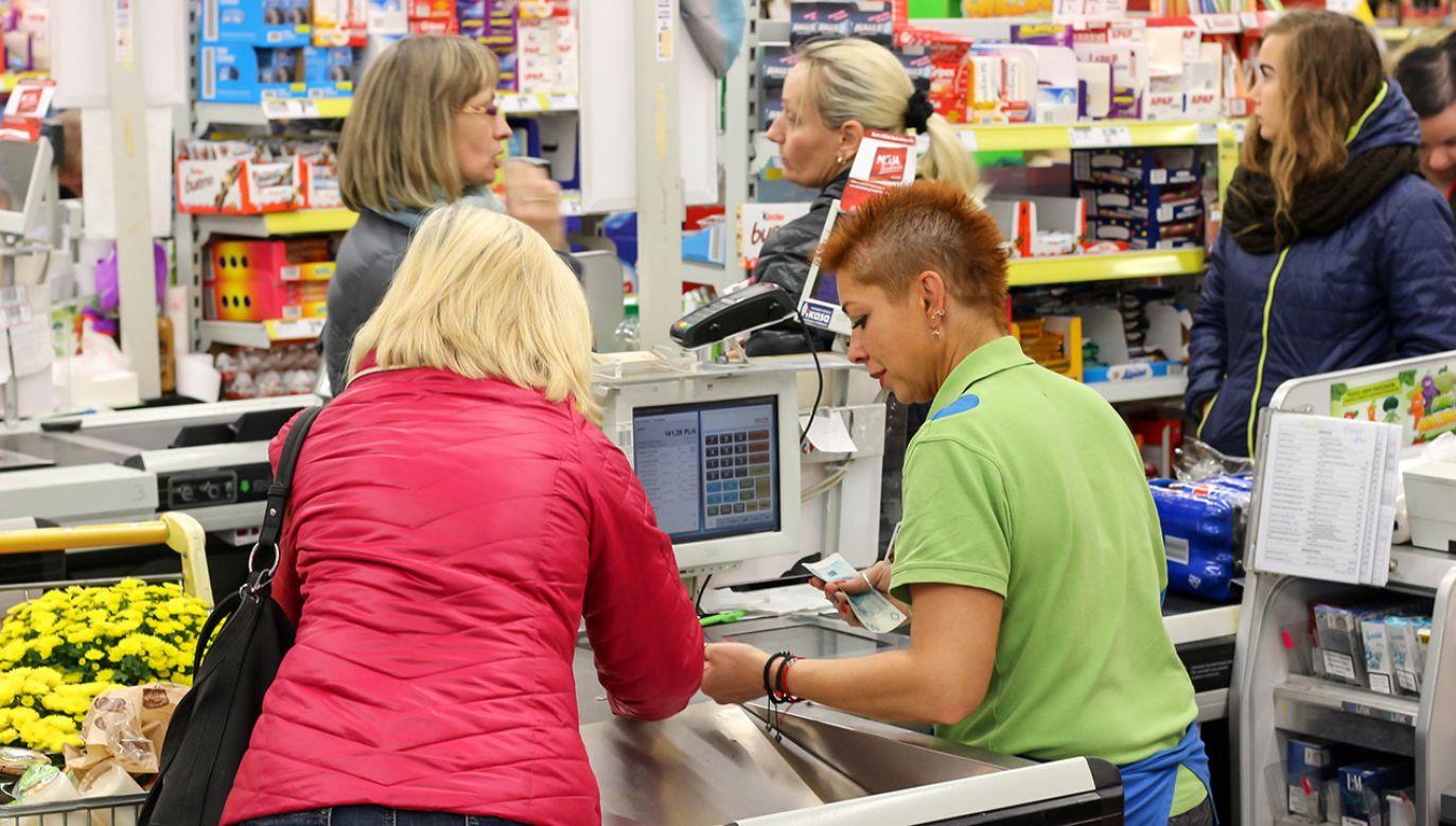 W niedzielę swoje obowiązki miałyby wykonywać jedynie osoby, których praca jest niezbędna (fot. Shutterstock/wb77)