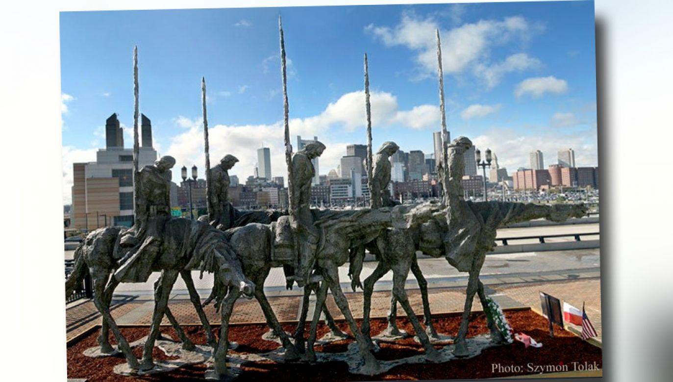 Rzeźba o wymiarach 10 m długości, 7 m wysokości, 4 m szerokości ostatnio stała w innym miejscu (fot. TT/Szymon Tolak)