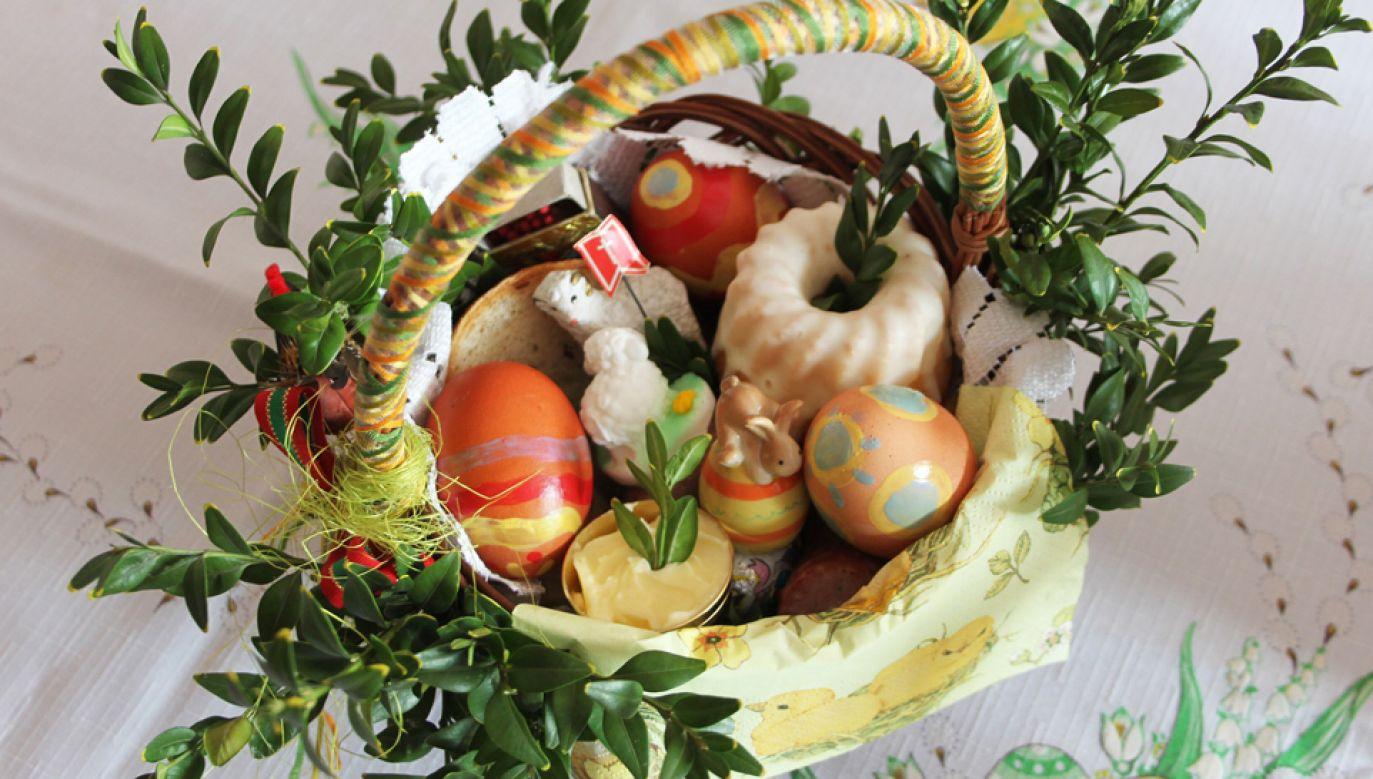 W Wielką Sobotę księża święcą pokarmy przeznaczone na stół świąteczny (fot. pixabay/Emilia_Baczynska)