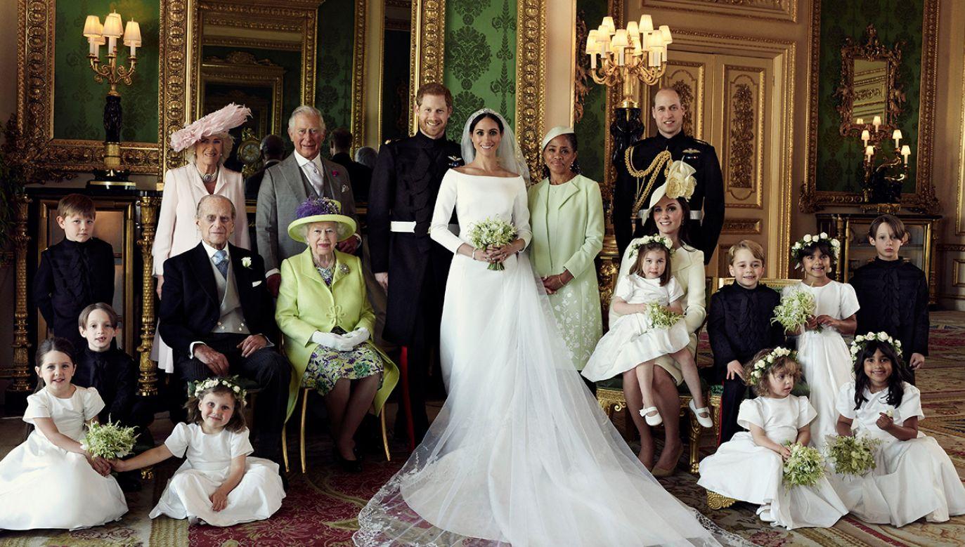Oficjalna fotografia ślubna księcia i księżnej Sussex wykonana na Zamku Windsor (fot. REUTERS/Alexi Lubomirski/Handout)