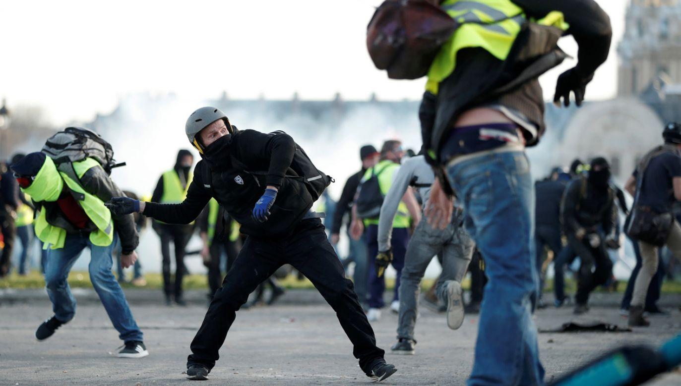 Zamieszki w Paryżu (fot. Nicolas Liponne/NurPhoto via Getty Images)
