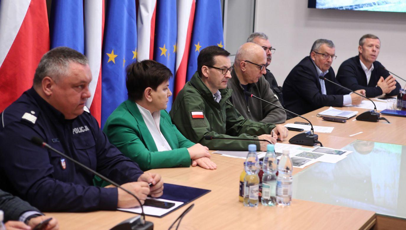 Posiedzenie sztabu kryzysowego z udziałem premiera Mateusza Morawieckiego (fot. PAP/Łukasz Gągulski)