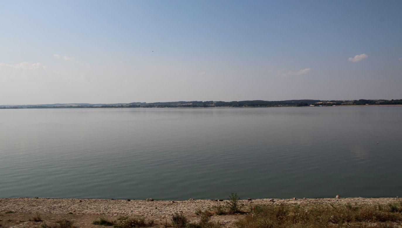 Cudzoziemcy wypłynęli nocą na Jezioro Otmuchowskie i zasnęli w łodzi (fot. Wikimedia/Ralf Lotys)