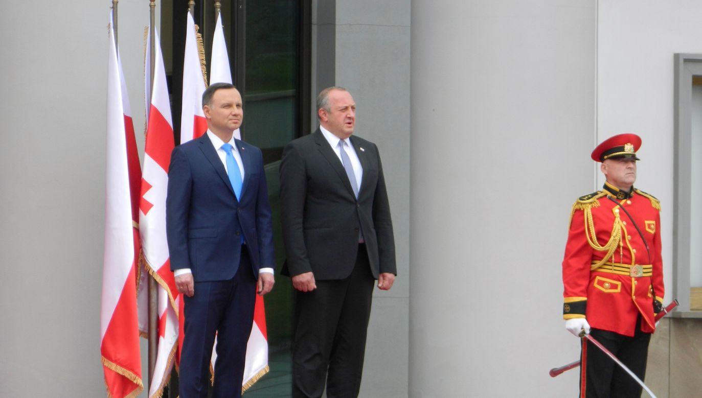 Polish President Andrzej Duda (L) and Georgian President Giorgi Margvelashvili (R) during official welcome ceremony in Tbilisi, Georgia on May 30, 2017. Photo: Davit Kachkachishvili/Anadolu Agency/Getty Images