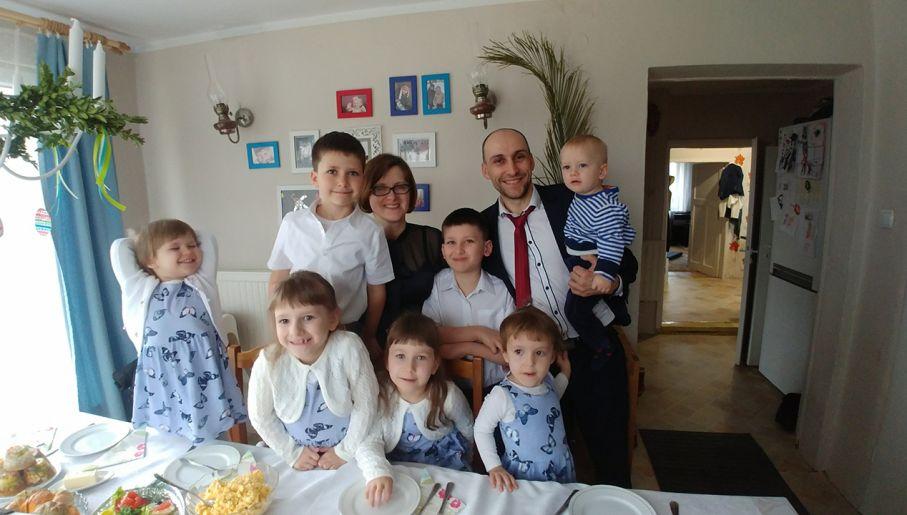 c6dae8475129d Rodzina państwa Marcinkowskich liczy obecnie 11 osób (fot. portal tvp.info)