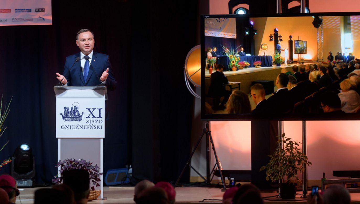 Prezydent Andrzej Duda podczas obrad plenarnych XI Zjazdu Gnieźnieńskiego (fot. PAP/Jakub Kaczmarczyk)