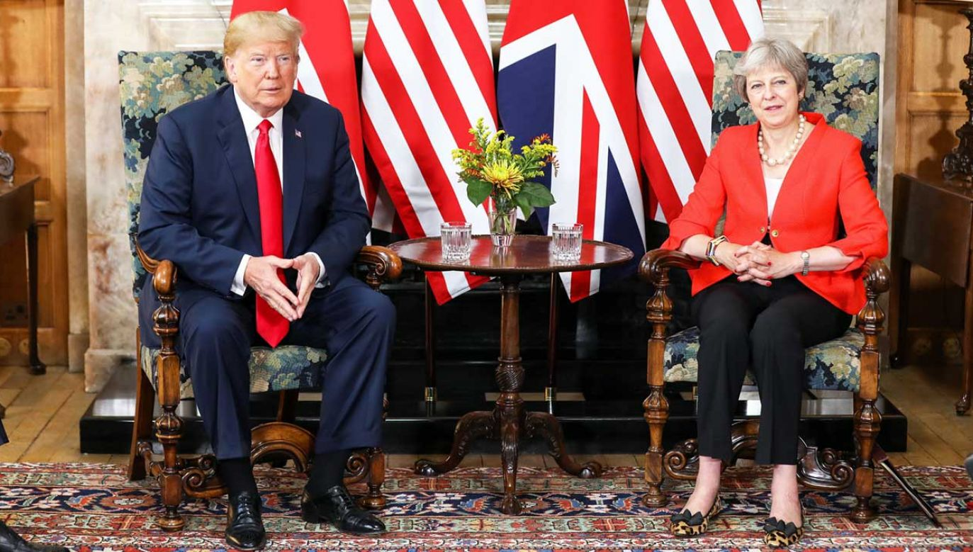 Trump zapowiedział, że rozmowy z premier May będą dotyczyły m.in. handlu i współpracy wojskowej oraz wspólnej polityki zagranicznej, w tym Bliskiego Wschodu (fot. PAP/EPA/CHRIS RATCLIFFE / POOL)