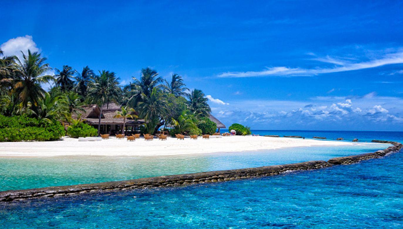 Nie tylko najbogatsi wybierają dzisiaj Malediwy na wakacje (fot. Nicolas Economou/NurPhoto via Getty Images)