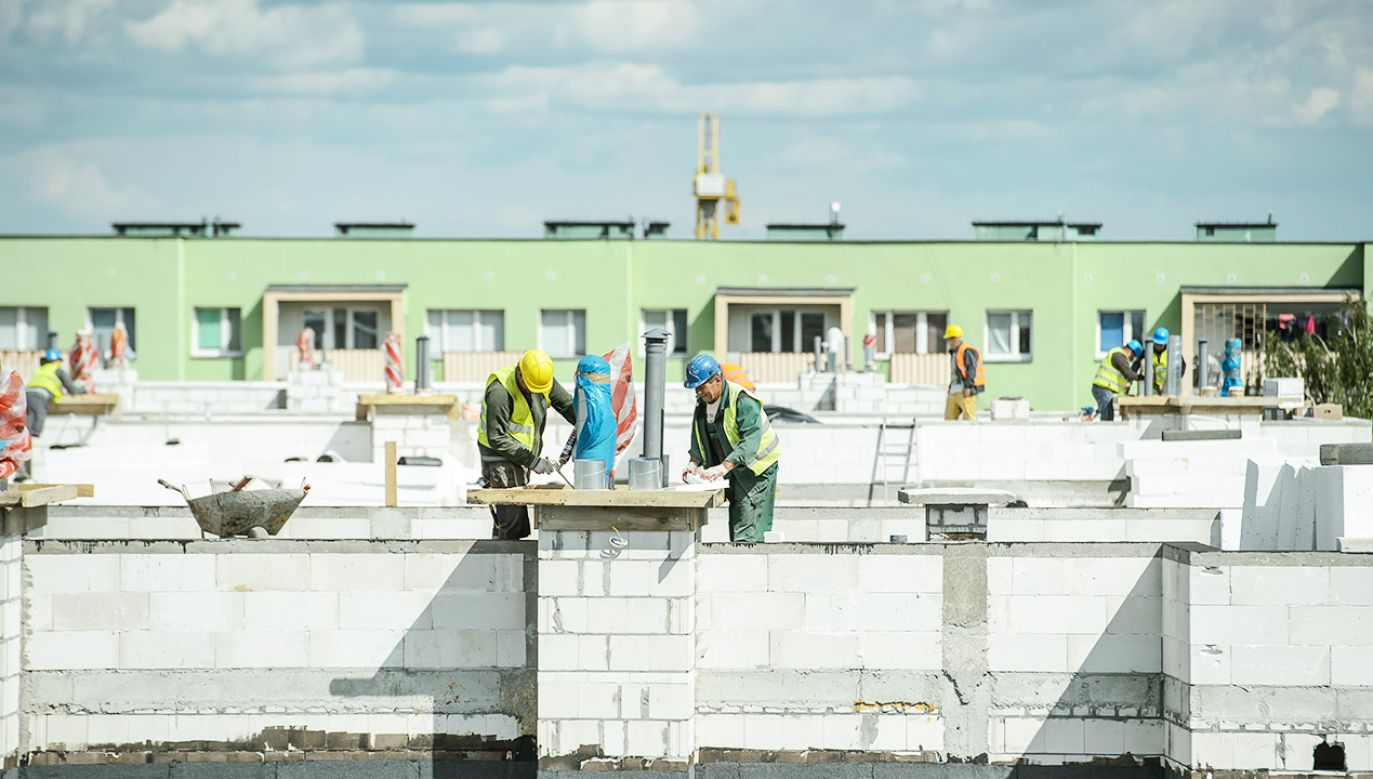 Polacy coraz częściej kupują mieszkania za gotówkę (fot. arch.PAP/Wojciech Pacewicz)