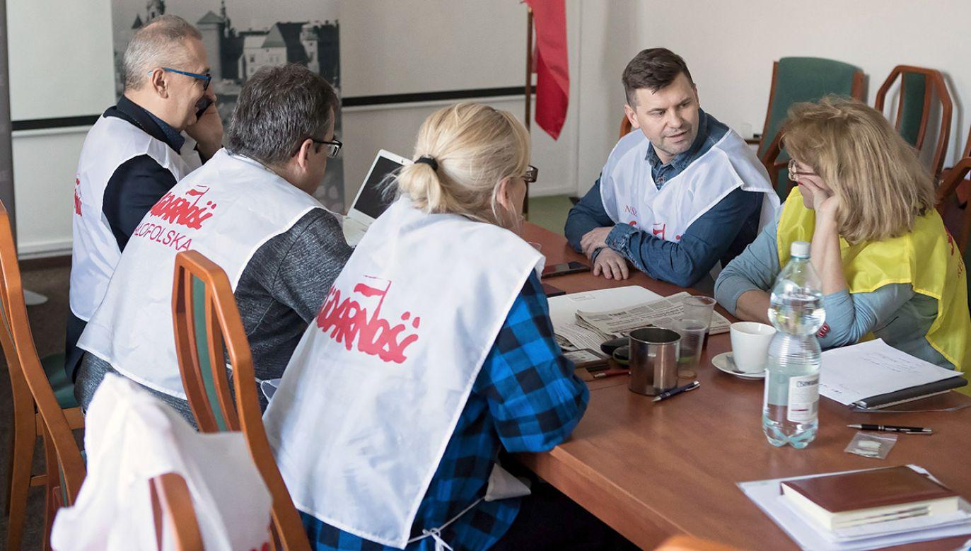 """""""Po wyborach znajdziemy w budżecie pieniądze na 1000 zł brutto podwyżki dla nauczycieli"""" - powiedział Schetyna (fot. PAP/Łukasz Gągulski)"""