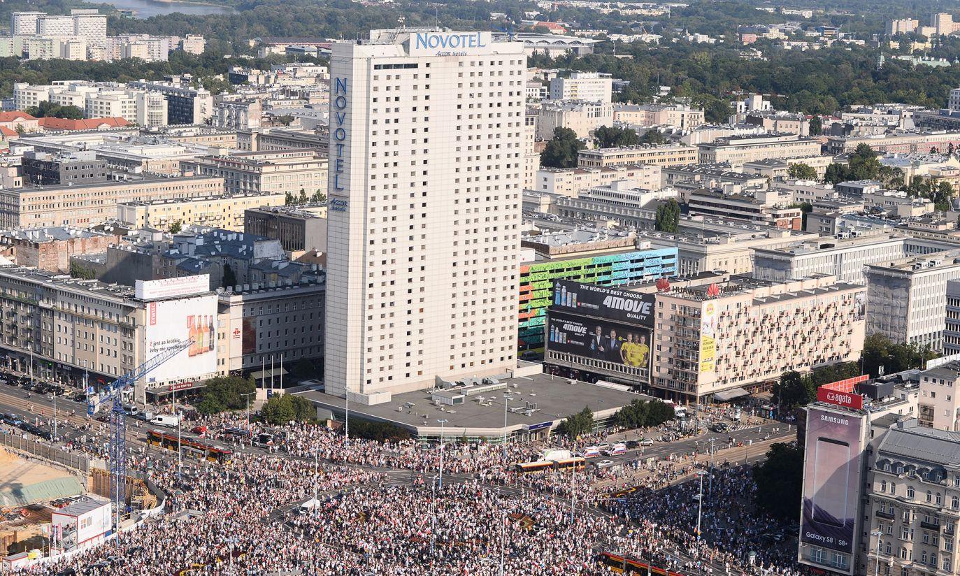 Godzina W na rondzie Dmowskiego (fot. PAP/Marcin Kmieciński)